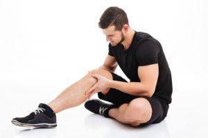 сильная боль в коленном суставе при ходьбе