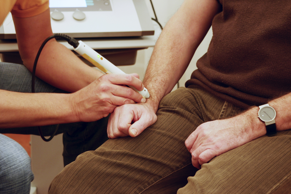 Магнито-лазерная терапия в лечении суставов как наматывать эластичный бинт на голеностопный сустав